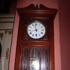 Relojes de pared: RELOJ DE PARED CON CAJA DE MADERA . Lote 61123779