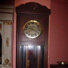 Relojes de pared: RELOJ DE PARED CON CAJA DE MADERA . Lote 61124159