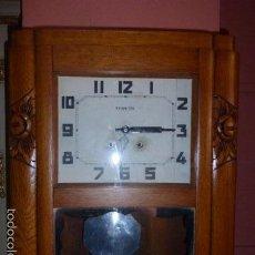 Relojes de pared: ANTIGUO RELOJ DE MADERA DE ROBLE DE LOS AÑOS 20, FUNCIONANDO. . Lote 61124723