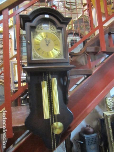 RELOJ DE PARED TELCRO CON SONERÍA HORAS Y MEDIAS. FUNCIONANDO. 32 X 16 X 91 CMS. ALTURA. (Relojes - Pared Carga Manual)