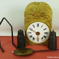Relojes de pared: RELOJ MOREZ. FRONTAL EN LATON. PENDULO DE LENTEJA. CONTRAPESOS EN HIERRO. SIGLO XIX. . Lote 65841930