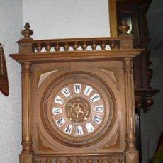 Relojes de pared: RELOJ DE NOGAL CON NUMEROS DE PORCELANA FUNCIONANDO M 55X38. Lote 67432289