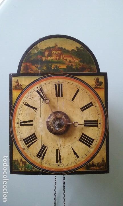 RELOJ TIPO RATERA SIGLO XVIII, CON PESAS FORMA DE PIÑA Y PENDULO SELLO MARCA DE FABRICA (Relojes - Pared Carga Manual)