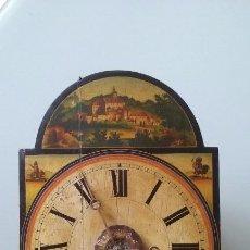 Relojes de pared: RELOJ TIPO RATERA SIGLO XVIII, CON PESAS FORMA DE PIÑA Y PENDULO SELLO MARCA DE FABRICA. Lote 68374473
