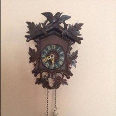 Relojes de pared: PEQUEÑO RELOJ DE LA SELVA NEGRA. DE LOS AÑOS 20. EN PREFECTO ESTADO Y FUNCIONANDO. Lote 68547365