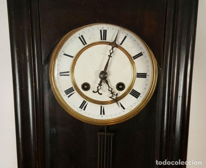 Relojes de pared: RELOJ DE PARED. MUEBLE EN MADERA. MAQUINARIA PARIS. SIGLO XIX-XX. - Foto 3 - 72209779