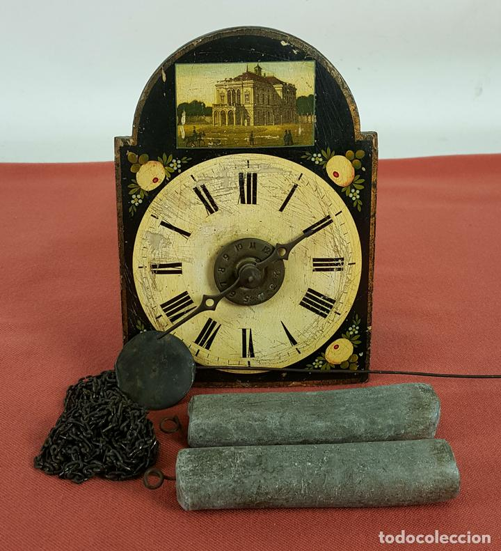 RATERA O RELOJ DE PARED DE FORMATO PEQUEÑO. MADERA POLICROMADA. ALEMANIA? SIGLO XIX (Relojes - Pared Carga Manual)