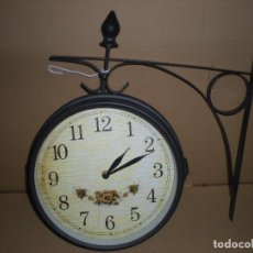 Relojes de pared: RELOJ COLGAR A DOBLE CARA CON PILAS. Lote 74369279