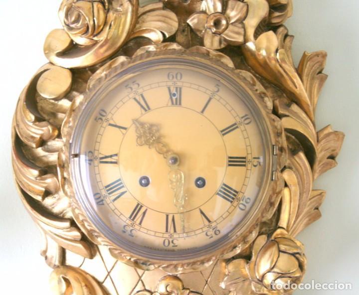 Relojes de pared: ANTIGUO RELOJ SUECO,CON SUS APLIQUES A JUEGO, CON CUERDA, FUNCIONANDO - Foto 4 - 74417327