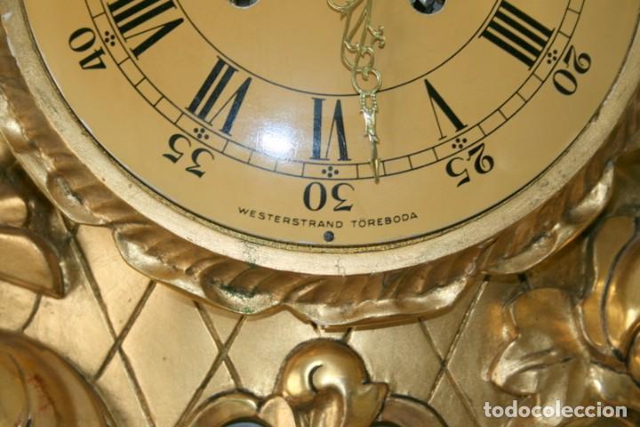 Relojes de pared: ANTIGUO RELOJ SUECO,CON SUS APLIQUES A JUEGO, CON CUERDA, FUNCIONANDO - Foto 8 - 74417327
