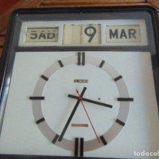 Relojes de pared: RELOJ PARED DE LA MARCA ALEMANA TWEMCO A LUZ CALENDARIO NUMEROS VOLCABLES AUTOMATIC CALENDAR CLOCK. Lote 74906703
