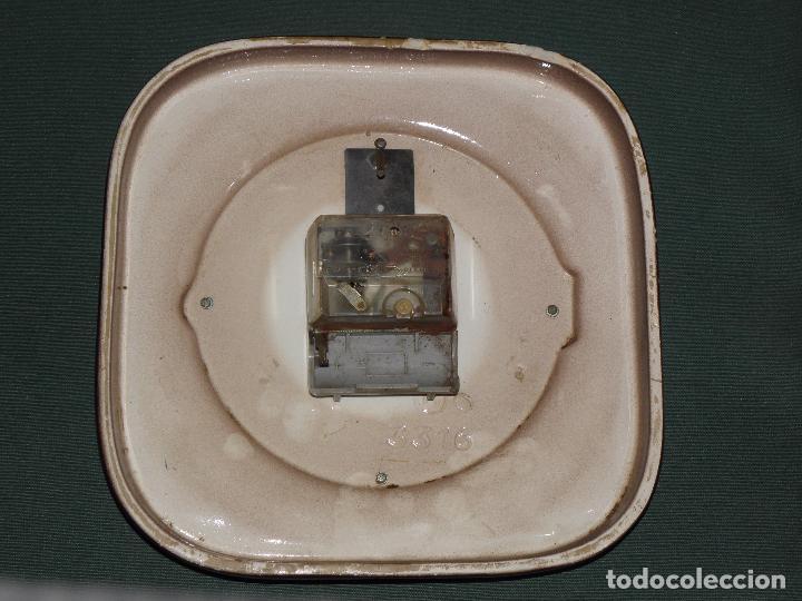 Relojes de pared: RELOJ DE COCINA CERAMICA,PORCELANA ESMALTADA EXTEND ELECTRIC MADE IN GERMANY,AÑOS 70.NO FUNCIONA - Foto 2 - 86238576
