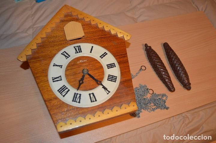 ANTIGUO RELOJ DE CUCO VINTAGE - RUSO - RARO - DE MADERA - MIRA LAS FOTOS PARA MÁS DETALLE (Relojes - Pared Carga Manual)
