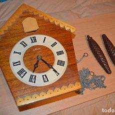Relojes de pared: ANTIGUO RELOJ DE CUCO VINTAGE - RUSO - RARO - DE MADERA - MIRA LAS FOTOS PARA MÁS DETALLE. Lote 76520515