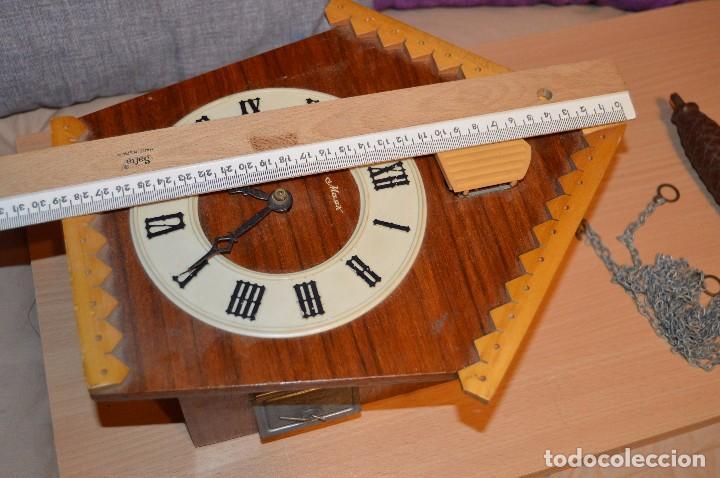 Relojes de pared: ANTIGUO RELOJ DE CUCO VINTAGE - RUSO - RARO - DE MADERA - MIRA LAS FOTOS PARA MÁS DETALLE - Foto 7 - 76520515