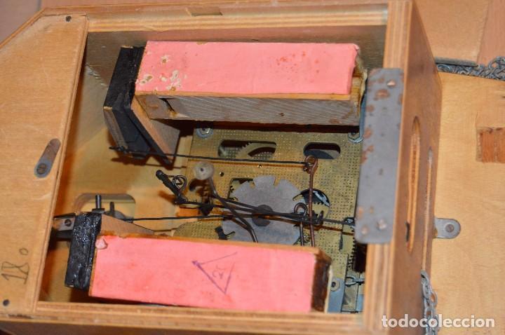 Relojes de pared: ANTIGUO RELOJ DE CUCO VINTAGE - RUSO - RARO - DE MADERA - MIRA LAS FOTOS PARA MÁS DETALLE - Foto 15 - 76520515