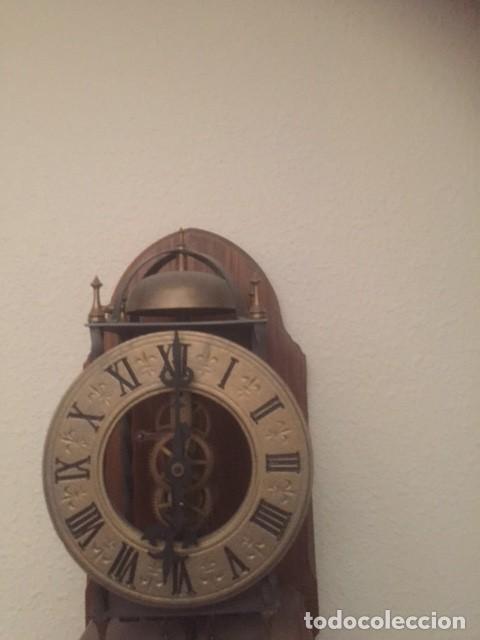 Relojes de pared: RARO RELOJ MAQUINARIA VISTA,PERFECTAS CONDICIONES,A DESTACAR SU GRAN CAMPANA Y SU FORMA - Foto 3 - 97033044