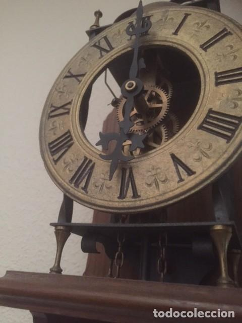 Relojes de pared: RARO RELOJ MAQUINARIA VISTA,PERFECTAS CONDICIONES,A DESTACAR SU GRAN CAMPANA Y SU FORMA - Foto 4 - 97033044