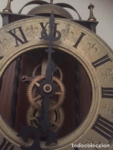 Relojes de pared: RARO RELOJ MAQUINARIA VISTA,PERFECTAS CONDICIONES,A DESTACAR SU GRAN CAMPANA Y SU FORMA - Foto 9 - 97033044