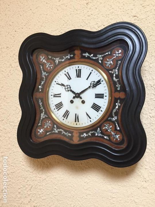 RELOJ DE PARED MOVIMIENTO DE PENDULO, CON SONERIA Y CAJA CON MARQUETERÍA (Relojes - Pared Carga Manual)