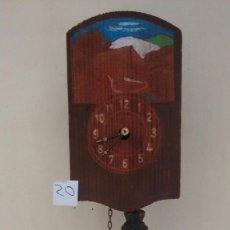 Relojes de pared: PEQUEÑO RELOJ ALEMÁN DE PÉNDULO. FUNCIONANDO. CUCO. ( 20 ). Lote 80839403