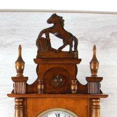 Relojes de pared: RELOJ DE PARED COMMODOR – MADERA DE HAYA 31 DÍAS – DA LAS HORAS Y MEDIAS HORAS SONERIA CON GONG. Lote 83913460