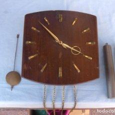 Relojes de pared: RELOJ DE PARED CON PESAS. Lote 86074364