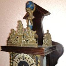 Relojes de pared: ANTIGUO RELOJ HOLANDÉS BRONCE Y MADERA.. Lote 87085168
