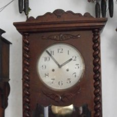 Relojes de pared: ANTIGUO RELOJ CUERDA MECÁNICO MANUAL LLAVE ANTIGUO DE PARED ESPAÑOL CON PÉNDULO AÑO 1940/50 FUNCIONA. Lote 87939088