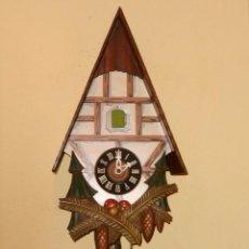 Relojes de pared: RELOJ CUCU CON FORMA DE CASA.TOTALMENTE MECÁNICO Y FUNCIONAL.. Lote 87981896