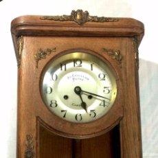 Relojes de pared: RELOJ AU CARILLON PETIT CAMBAI - FUNCIONANDO - FRANCIA MEDIADOS S. XX DECORACIONES EN BRONCE.. Lote 88523380