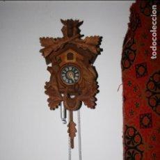 Relojes de pared: RELOJ DE CUCO SUIZO. ESTÁ PARA RESTAURAR, TIENE ALGUNA FALTA. DESCONOZCO SI FUNCIONA. MADERA. Lote 90415654