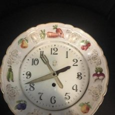 Relojes de pared: RELOJ DE COCINA EN PLATO PORCELANA VINTAGE. Lote 75737723