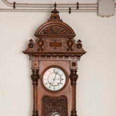 Relojes de pared: RELOJ ISABELINO CON MAQUINARIA CARL WERNER? MADERA DE ARCE Y NOGAL CON ESPECTACULAR TALLA. Lote 92443240