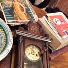 Relojes de pared: ANTIGUO RELOJ PARED A CUERDA REALIZADO EN MADERA DE F.F.SXX. Lote 93288305