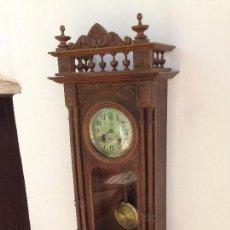 Relojes de pared: IMPORNENTE RELOJ DE PARED AÑOS 1900 FUNCIONA PERFECTAMENTE MIRRAR EL VIDEO ! (MED. + 1 MT !!!). Lote 95059159