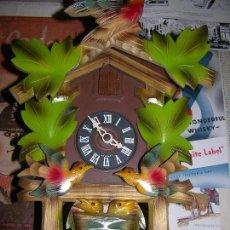Relojes de pared: RELOJ CUCO REALIZADO EN MADERA PINTADO A MANO CON MAQUINARIA ALEMANA FUNCIONANDO. Lote 97057675