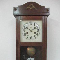 Relojes de pared: RELOJ DE PARED - JOAQUIN BENET, VICH (VIC) - FUNCIONA - COMPLETO - PRINCIPIOS S. XX. Lote 97982419