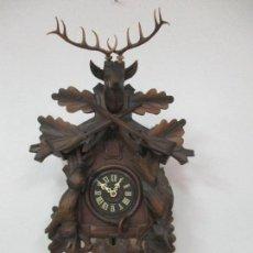 Relojes de pared: ANTIGUO RELOJ DE PARED - CUCO - TALLA MADERA, CIERVO - SELVA NEGRA - COMPLETO - FUNCIONA - AÑOS 60. Lote 98149559