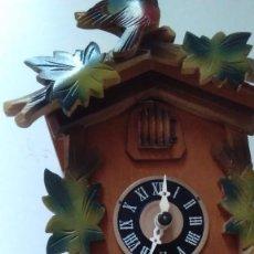 Relojes de pared: RELOJ DE CUCO TIPO SELVA NEGRA CON PESAS Y PÉNDULO. Lote 113396056