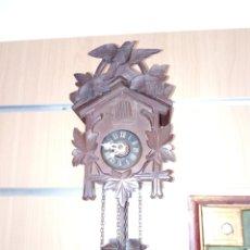 Relojes de pared: RELOJ DE CUCO TALLADO EN MADERA.. Lote 99449354