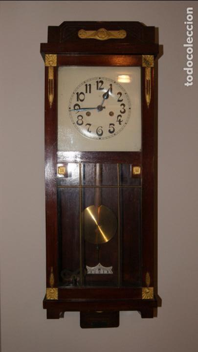 ANTIGUO RELOJ DE PARED. (Relojes - Pared Carga Manual)