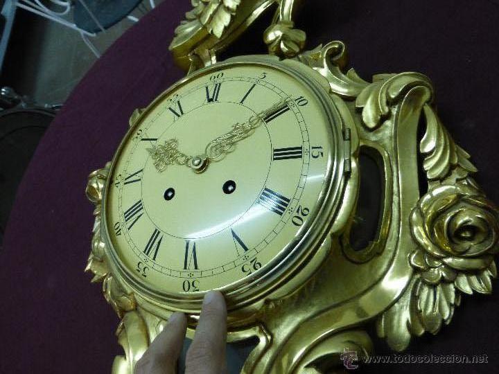 Relojes de pared: IMPORTANTE Y CURIOSO RELOJ DE PARED CON RETABLO EN MADERA TALLADA A MANO Y POLICROMADA AL ORO FINO - Foto 12 - 45026884