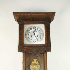 Relojes de pared: RELOJ DE PARED MODERNISTA. MADERA DE ROBLE. PRINCIPIOS SIGLO XX. Lote 101288252