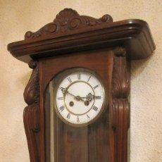 Relojes de pared: GRAN RELOJ DE EPOCA. 75 CMS. SONERIA. CREO QUE ROBLE.FUNCIONANDO.. Lote 178729117