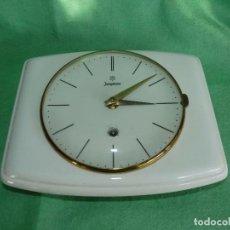 Relojes de pared: PRECIOSO RELÓJ JUNGHANS CARGA MANUAL AÑOS 40 PORCELANA Y METAL COLECCION DISEÑO INDUSTRIAL. Lote 102690995