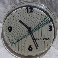 Relojes de pared: FABER CASTELL. RELOJ DE PARED PROMOCIONAL AÑOS 80 A PILAS, FUNCIONA. Lote 103340463