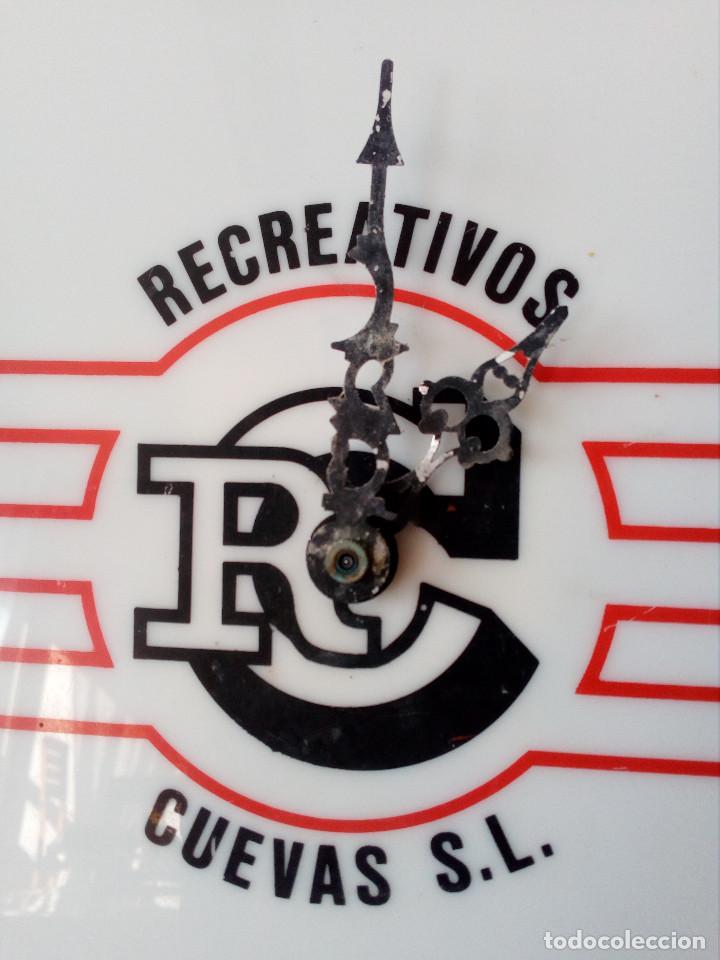 Relojes de pared: RELOJ METACRILATO, PUBLICIDAD MAQUINAS DE RECREATIVOS CUEVAS.MADRID. - Foto 2 - 104052235
