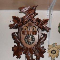 Relojes de pared: RELOJ DE CUCO CON CARRUSEL DE BAILARINES, MECÁNICO, MADERA TALLADA. Lote 105523063
