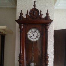 Relojes de pared: RELOJ DE PARED ANTIGUO DE CARGA MANUAL. Lote 106569892